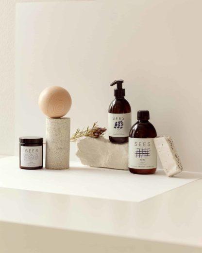 SEES pyykkietikka, tekstiilisuihke, ihoöljy ja eteerinen öljy. luonnollinen ja biohajoava.
